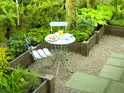Paving and decorative aggregates for small gardens